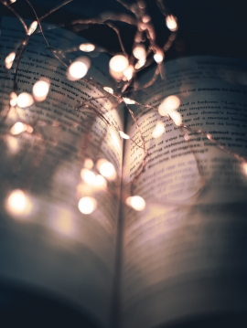 book-page-string-lights-1791742